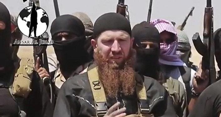 Члены группировки ИГ вместе с одним из своих командиров Тарханом Батирашвили, известным как Абу Омар аш-Шишани.