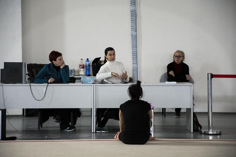 Саломе Пажава слушает установку тренеров