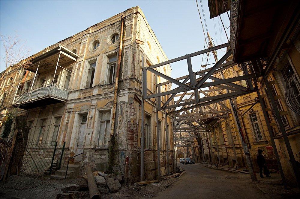 Дома на пересечении улицы Ахоспирели с площадью Гудиашвили.