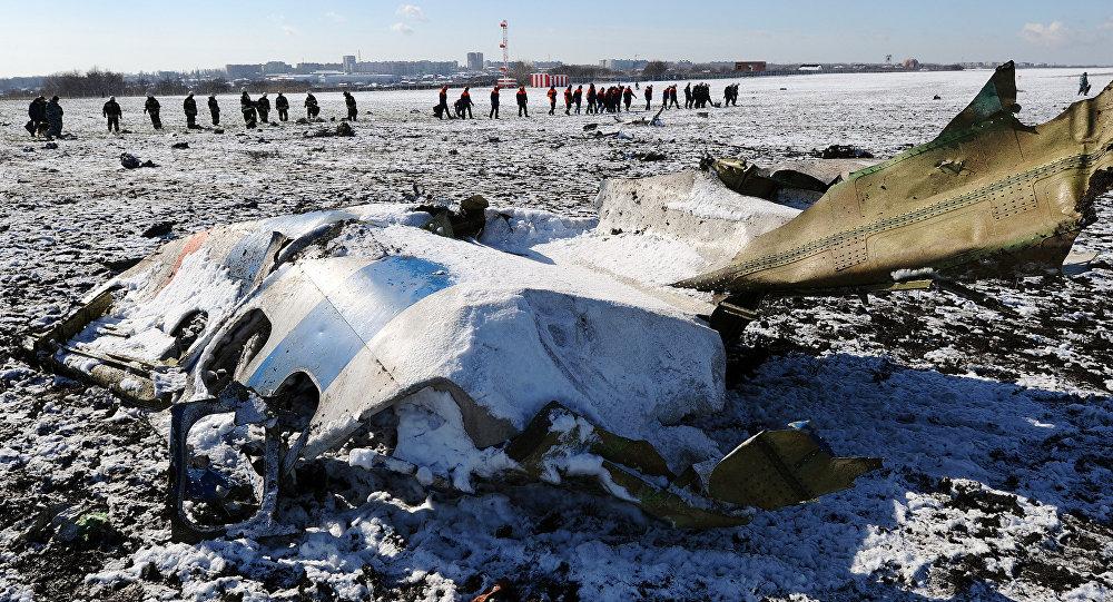 На месте крушения пассажирского самолета Boeing-737-800, который разбился при посадке в аэропорту Ростова-на-Дону.