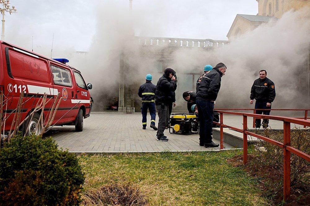 По предварительной версии, причиной пожара могла стать проблема с электропроводкой.