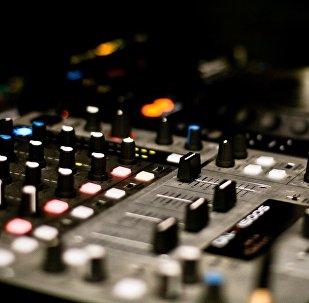 Микшерный пульт в студии звукозаписи