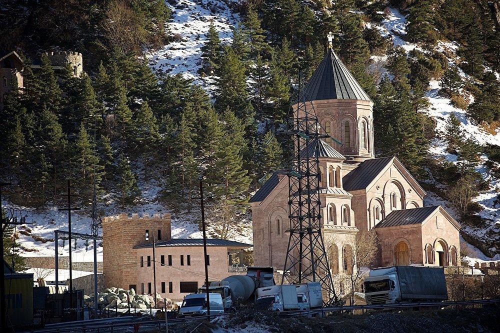 Церковь в Дарьяльском ущелье.
