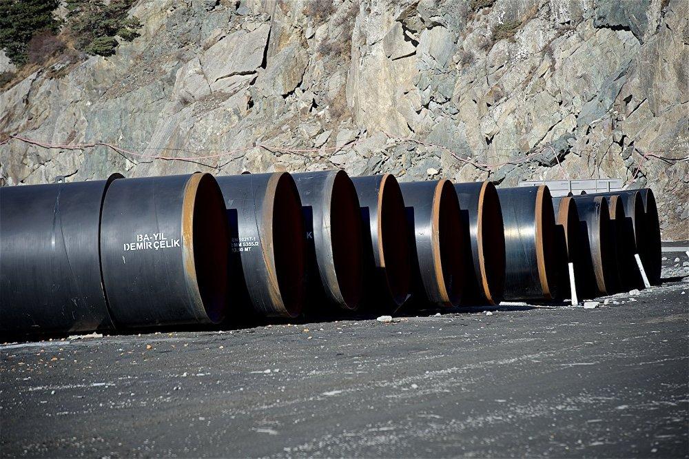 Трубы для подземных строительных работ в Дарьяльском ущелье.