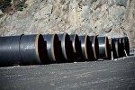 Трубы для строительных работ в Дарьяльском ущелье.