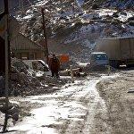 Район Дарьяльского ущелья близ границы с Россией - почти два года спустя после катастрофы.
