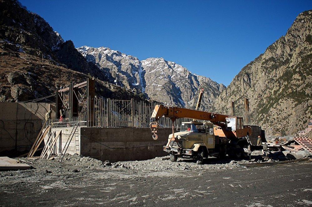 Строительство новых административных зданий и восстановление инфраструктуры в Дарьяльском ущелье.