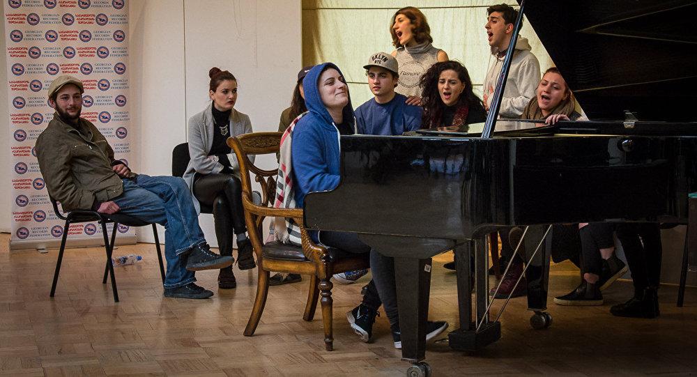 пианистка Тамар Бабилуа устанавливает рекорд