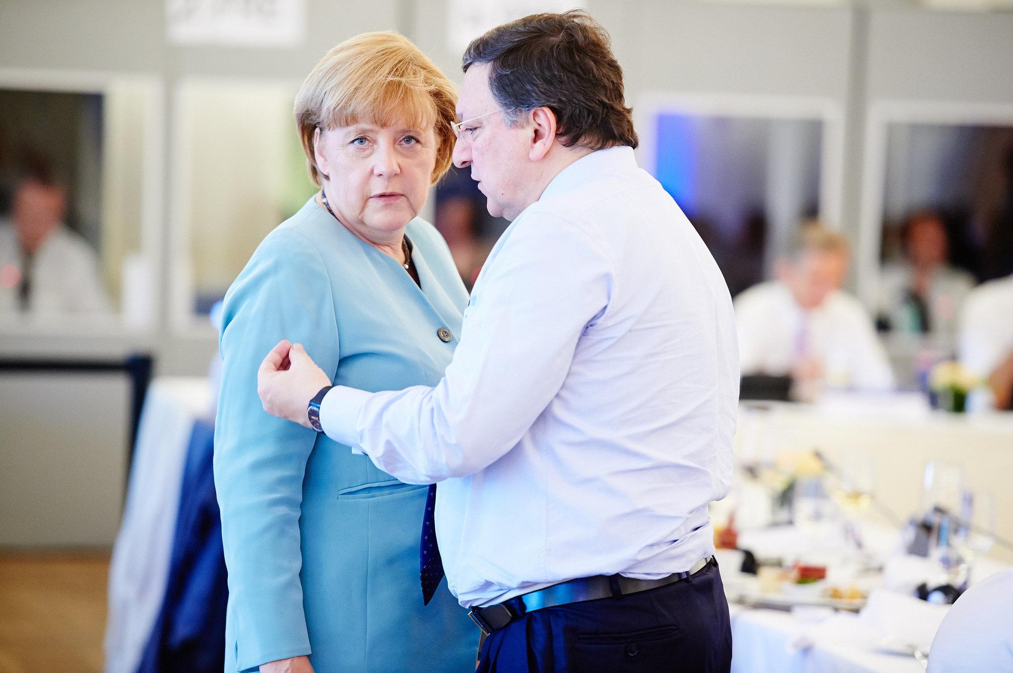 Ангела Меркель на официальной встрече