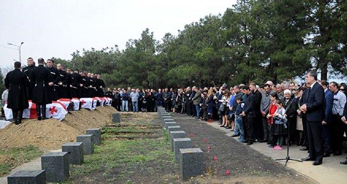 Погибших при взрыве в аэропорту Бабушера похоронили в Тбилиси