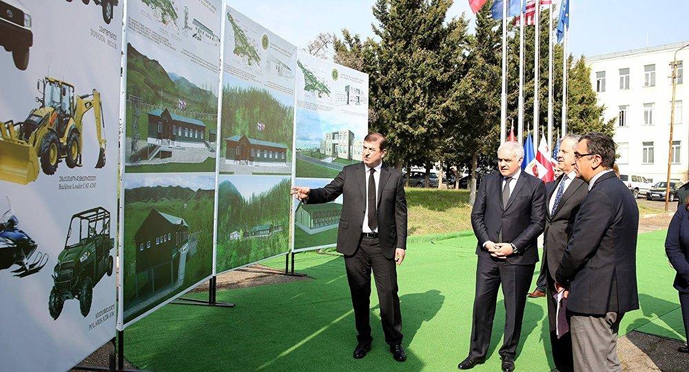 Георгий Мгебришвили и Ян Келли заложили капсулу на месте строительства Центра кинологии
