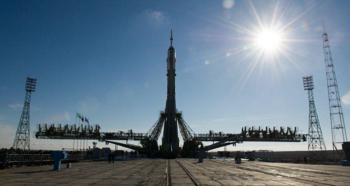 Вывоз на старт ракеты Союз-ФГ с ТПК Союз ТМА-16М