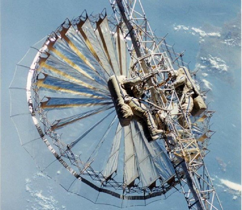 Грузинский космический объект Рефлектор в развернутом виде
