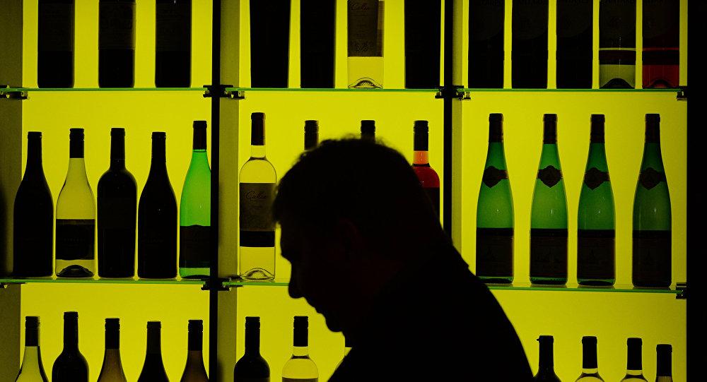 Стенд с вино-водочными изделиями
