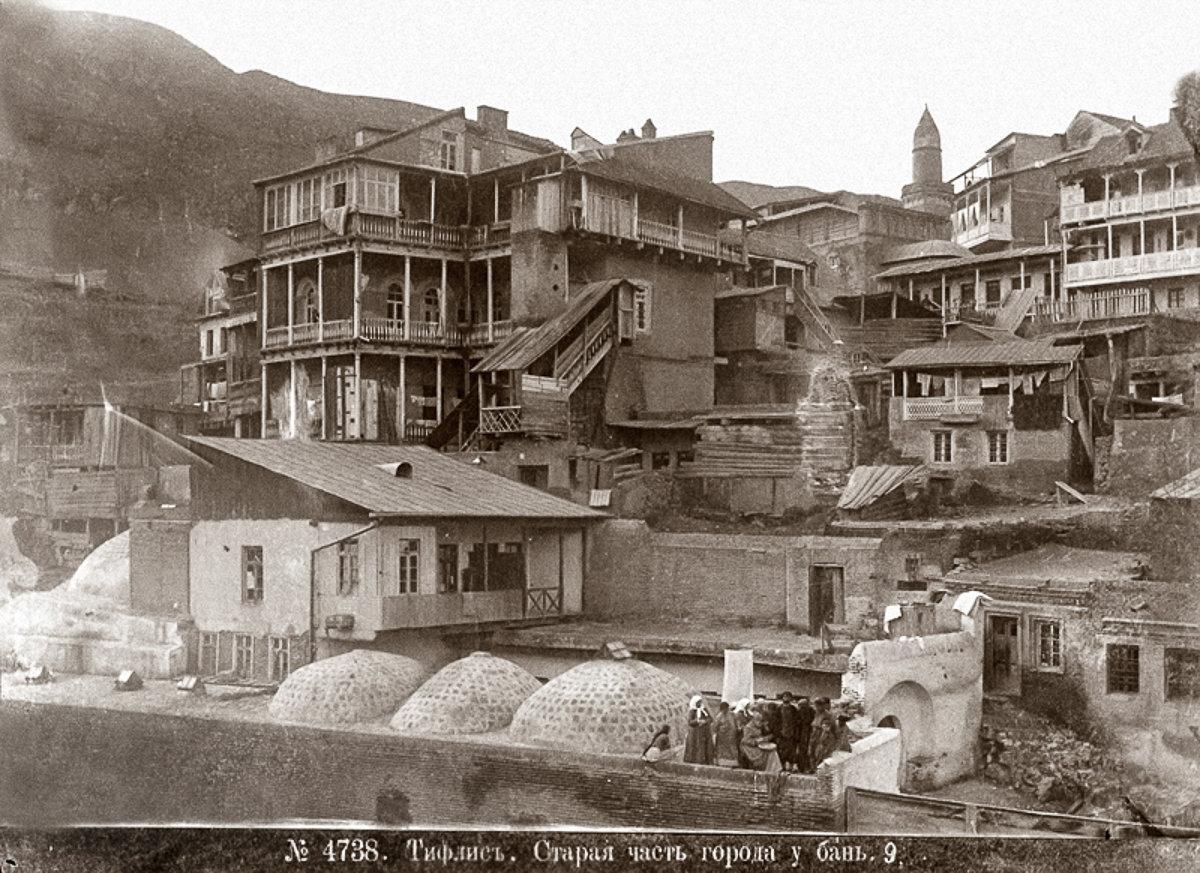 Тифлис. Старая часть города у бань.