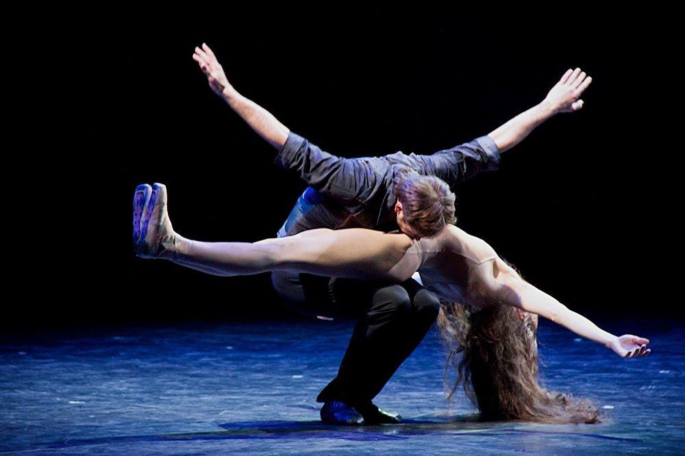 Петербургский балет Анна Каренина на тбилисской сцене. Анна и Алексей Каренины.