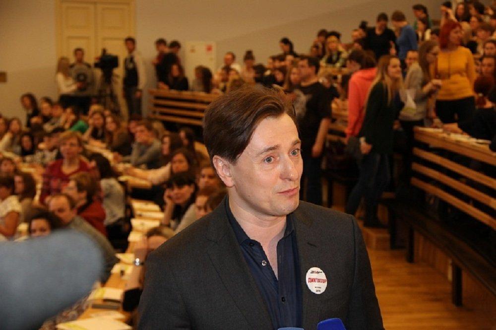 Сергей Безруков после чтения Тотального диктанта