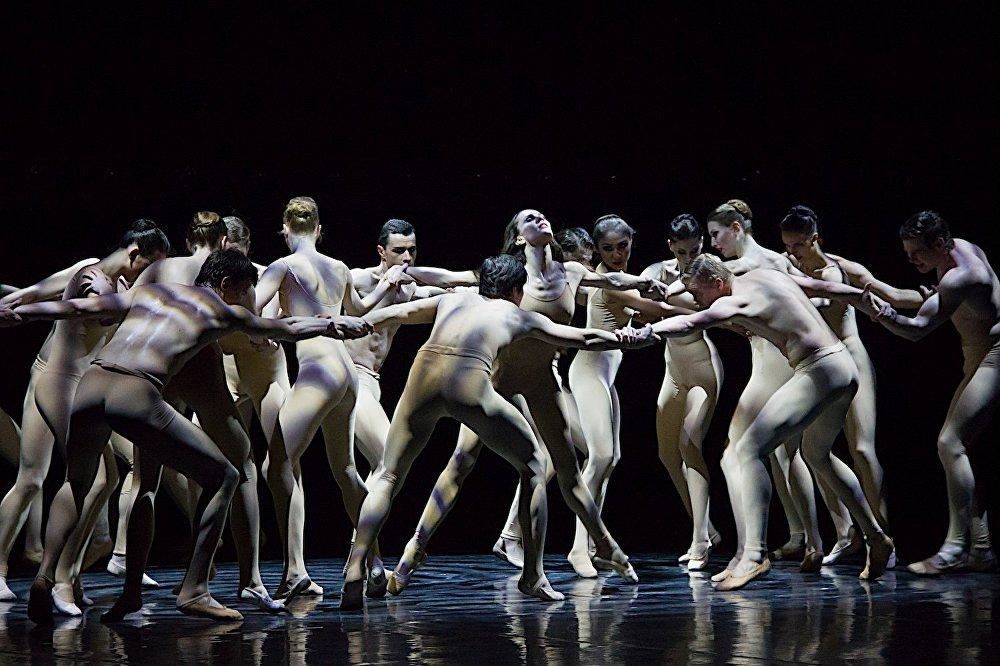 Танец безумия Анна Карениной.