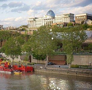 Набережная Тбилиси и президентский дворец
