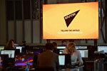 Экран с символикой Международного информационного агентства и радио Sputnik