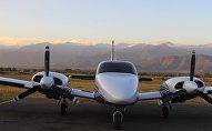 Самолет в аэопорту в Телави
