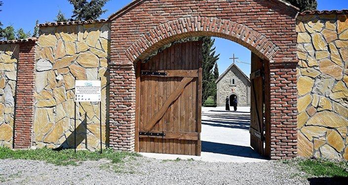 Вход на территорию Кандского монастыря