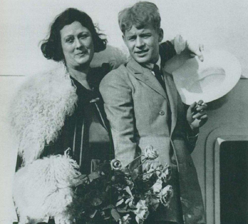სერგეი ესენინი და აისიდორა დუნკანი ხომალდ პარიზზე - 1923 წელი.