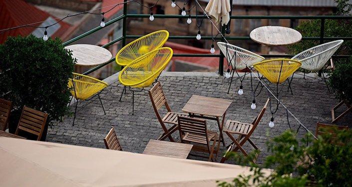 Кафе с видом на старый Тбилиси