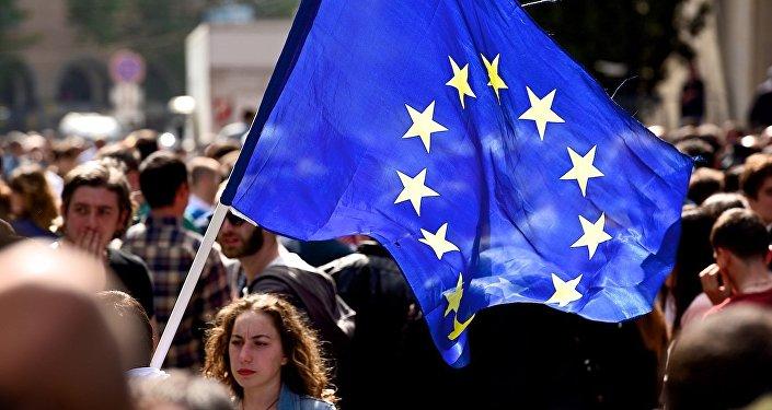 Флаг Евросоюза у тбилисского Дворца спорта, где проходил съезд Грузинской мечты