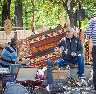 Продавцы на Сухом мосту