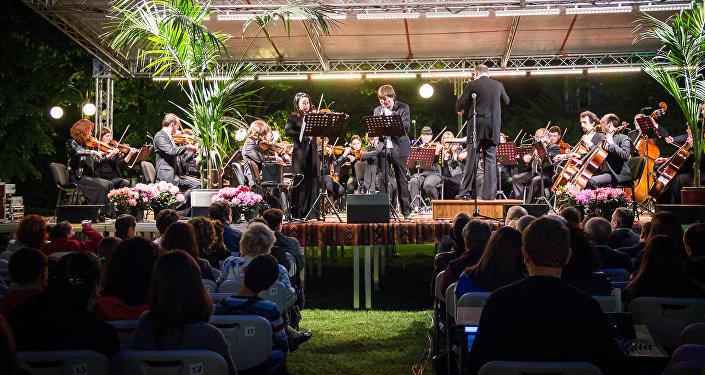 თბილისში კლასიკური მუსიკის შედევრები ღია ცისქვეშ აჟღერდა