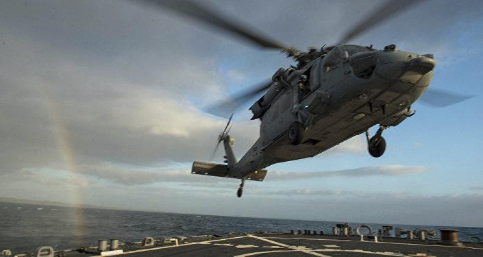 Sea Hawk(Морской Ястреб) приземляется на палубу ракетного эсминца