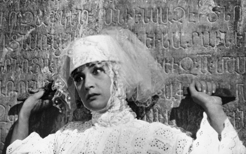 Грузинская актриса Софико Чиаурели в фильме Сергея Параджанова Цвет граната.