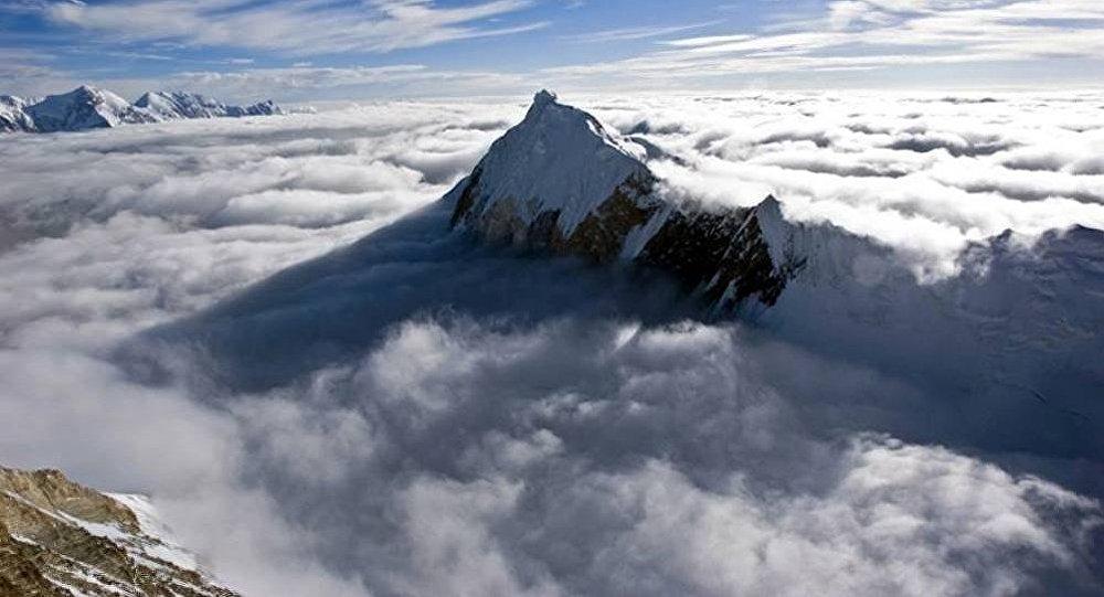 Кыргызский пик Чапаева изображен на постере к фильму Эверест