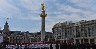 На праздновании Дня Независимости Грузии - военный парад на площади Свободы