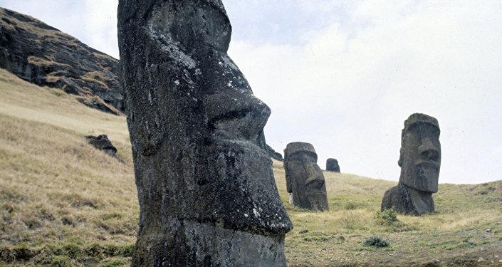 Памятники на острове Пасхи - каменные изваяния моаи