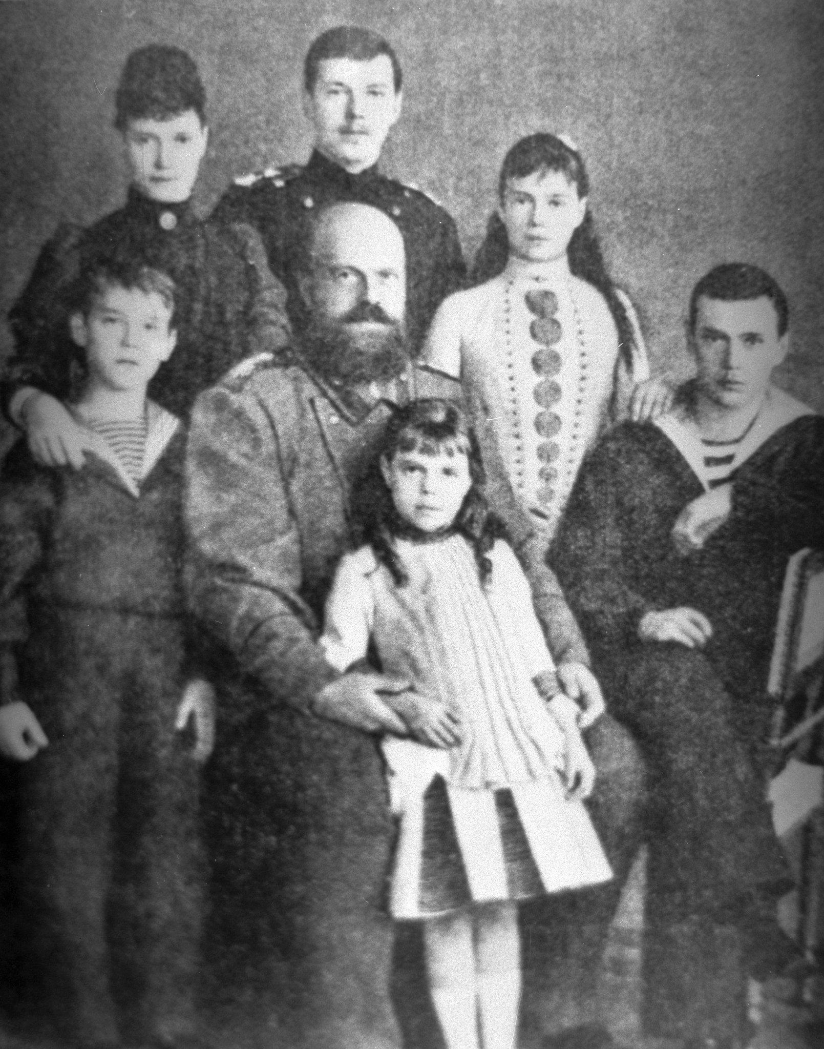 Император Александр III с семьёй