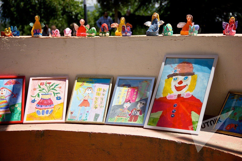 Выставка-продажа детских работ в парке Мзиури