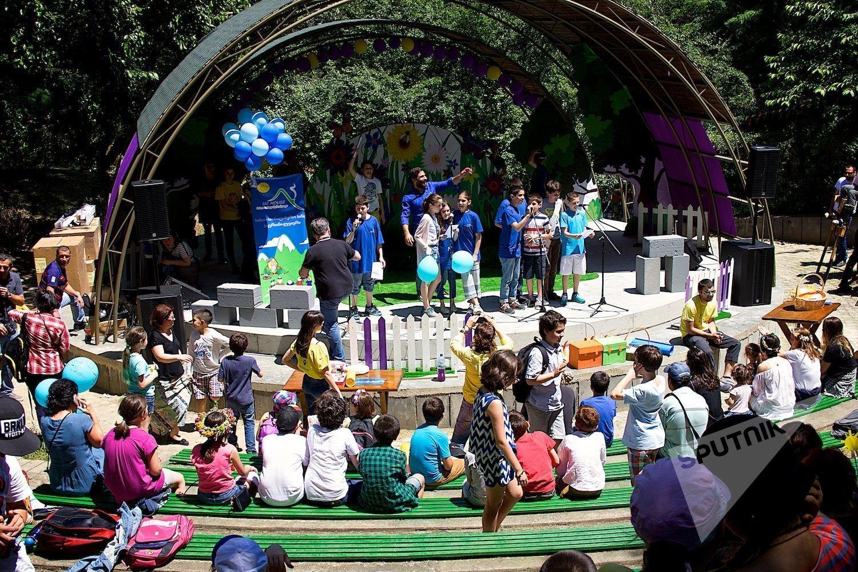 Детский концерт в парке Мзиури в Международный день защиты детей