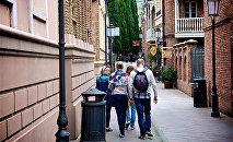 Туристы в старом Тбилиси