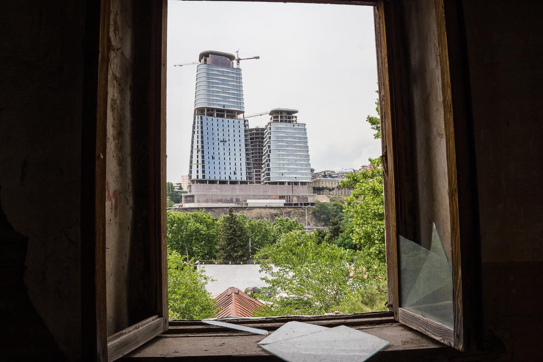 Многоэтажки видны из окна Обсерватории