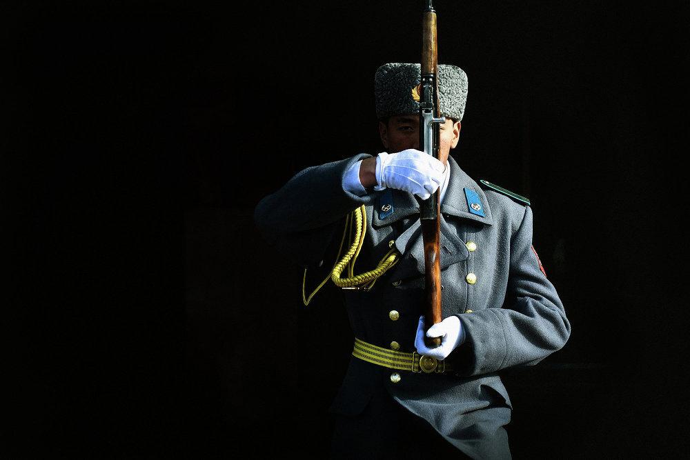 Солдат почетного караула Национальной гвардии Кыргызстана. Табылды считает эту фотографию одним из своих лучших кадров