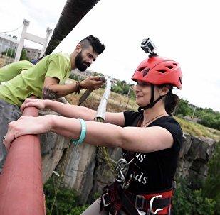Новое увлечение армянской молодежи роупджампинг набирает обороты