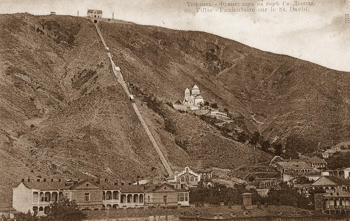 Вид на Мтацминда и Тбилисский фуникулер