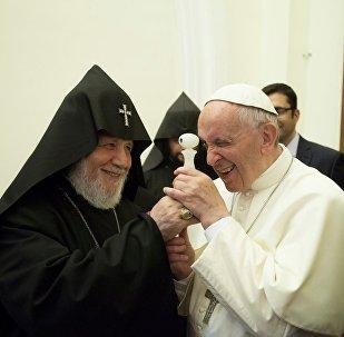 Подарок Католикоса всех армян Папе Римскому