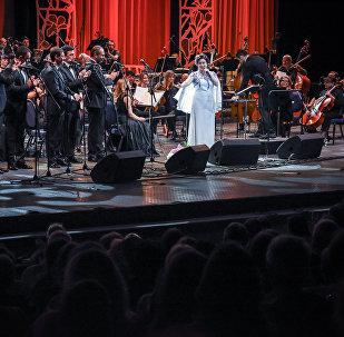 Тамара Гвердцители пела песни на концерте в Тбилиси на пяти языках