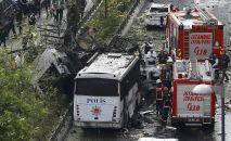 Пожарные и полиция на месте взрыва в Стамбуле