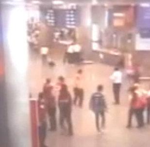 Взрывы в аэропорту Стамбула. Видео с камер слежения