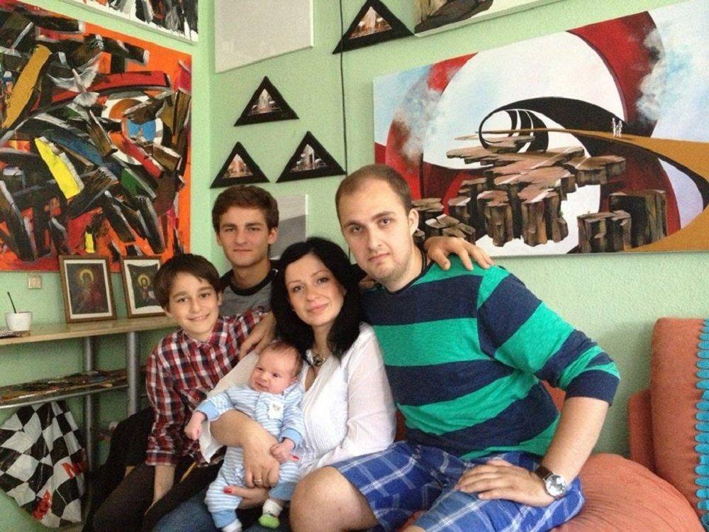 ეკა ფერაძე თავის ვაჟებთან ერთად