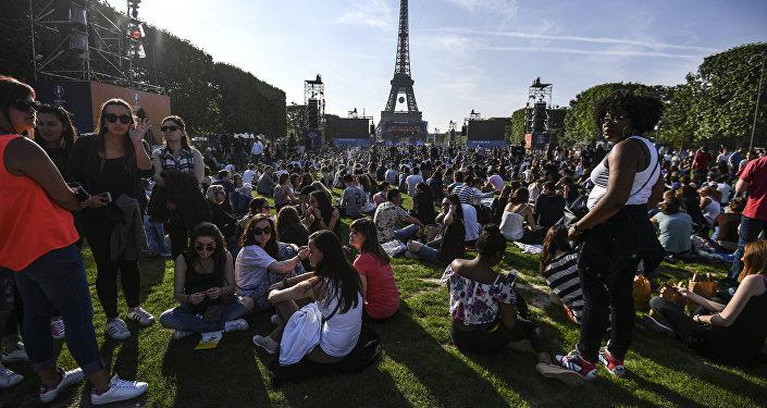 Открытие фан-зоны Евро-2016 перед Эйфелевой башней